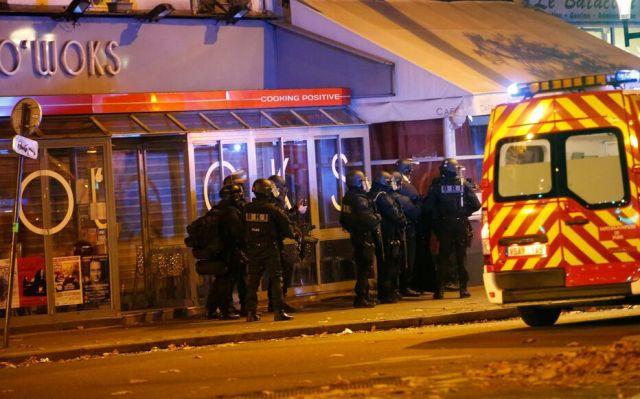 Les secours et forces de l'ordre à proximité du Bataclan, où l'attaque d'un commando terroriste en plein concert, lors des attentats du 13 novembre 2015, a fait 90 morts. LP/Olivier Corsan Brigade de recherche et d intervention
