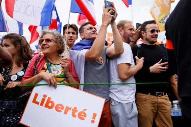Des particiants à la manifestation organisée par Florian Philippot, le 11 septembre, à Paris.