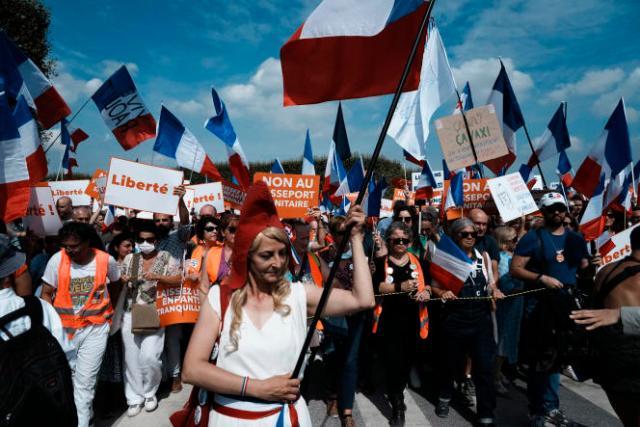 Des participants à la manifestation contre le passe sanitaire, samedi 4 septembre 2021, à Paris.