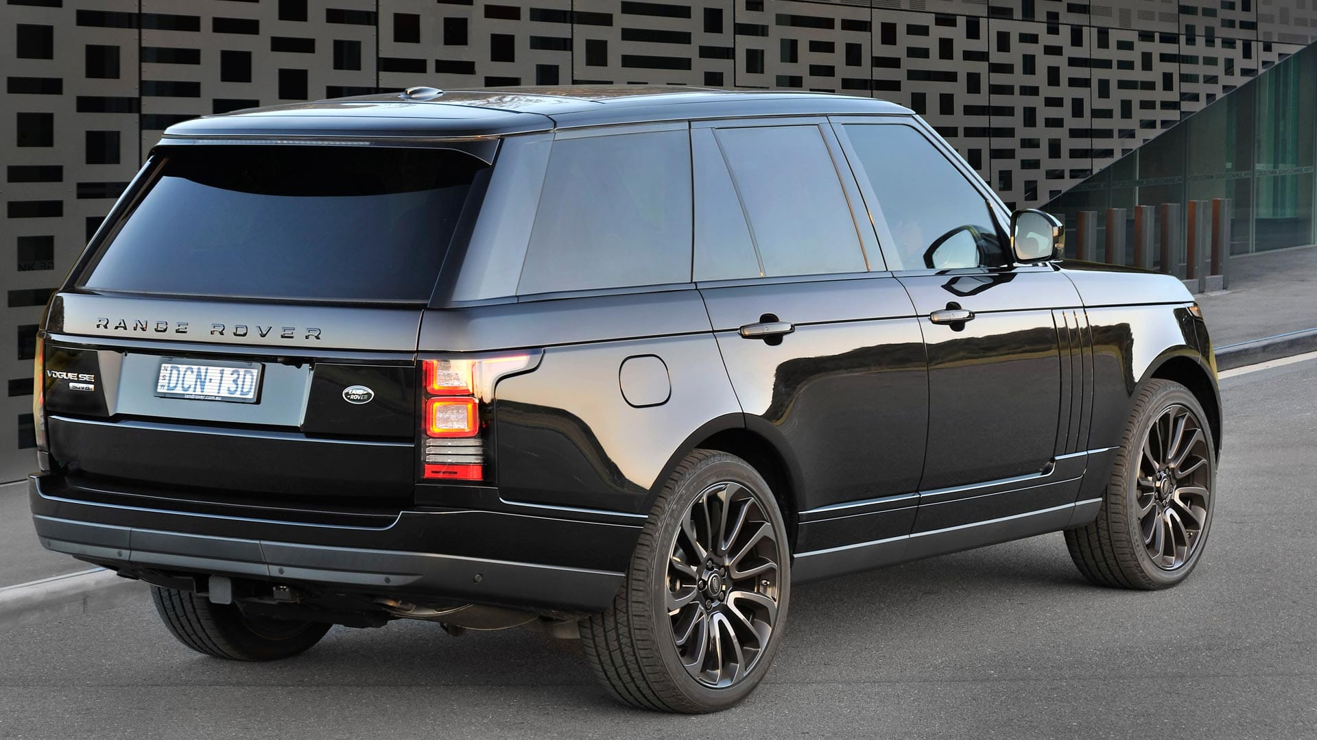ucra range rover vogue back Ultimate Car Rentals Australia