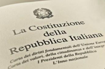 (http://www.articolotre.com/wp-content/uploads/2016/01/costituzione.jpg)