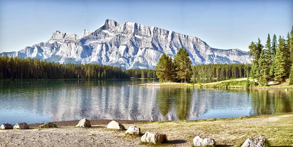 un lago in canada