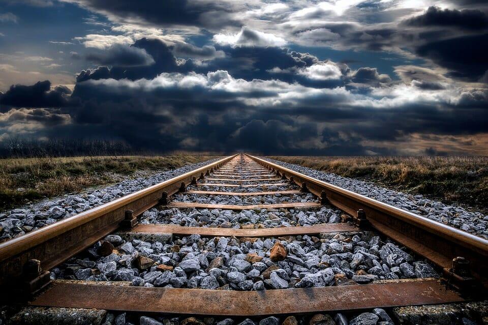 sotto un treno www.ultimavoce.it