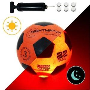 NIGHTMATCH Pallone da Calcio Che Si Illumina incl Una Pompa per gonfiare Il Pallone  I LED Interni Si Accendono Quando Viene calciato  Brilla nel Buio  Dimensione 3  Dimensioni  Peso Ufficiali