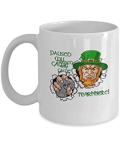 NA Tasse de café Blanche de 11 oz de Jeu vidéo de Joueurs de Jour drôle de St. Patrick Leprechaun Irlandais