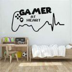 Amovible Gamer At Heart Stickers Muraux Salle de Jeux Vidéo Salle de Jeux Vinyle Sticker Mural Ados Chambre Garçon Chambre DIY Décoration de La Maison 49x85cm