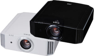 JVC bietet den DLA-X500 in schwarz und weiß an.