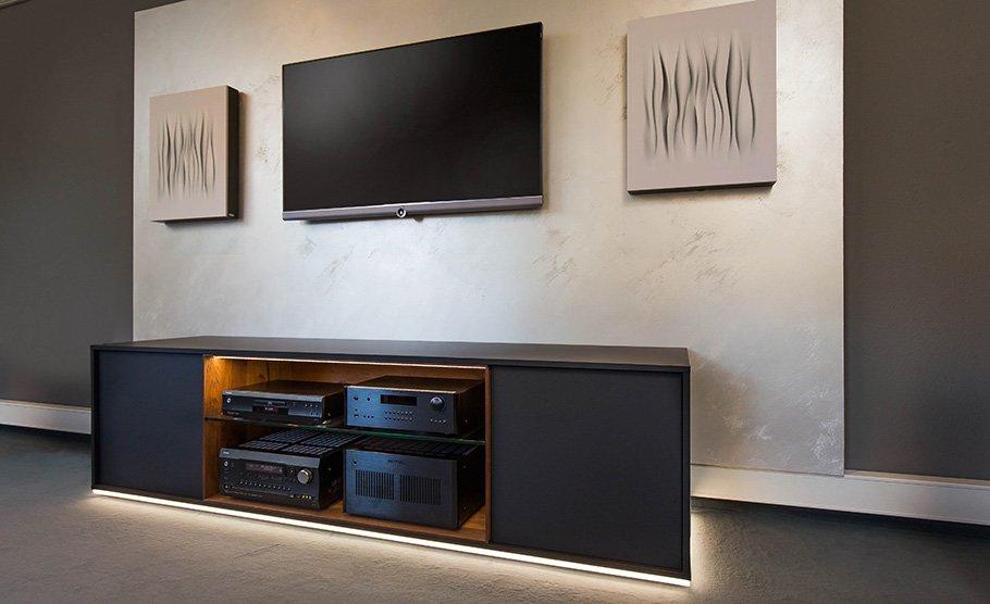 Akustik- und Medien-Möbel werten Optik auf und verbessern den Klang