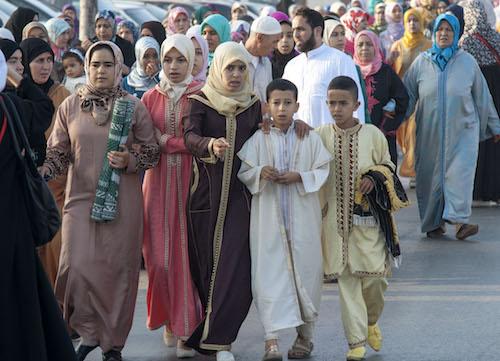 تتجه العائلات المغربية على اختلاف الأعمار إلى صلاة العيد(جلال مرشدي/الأناضول)