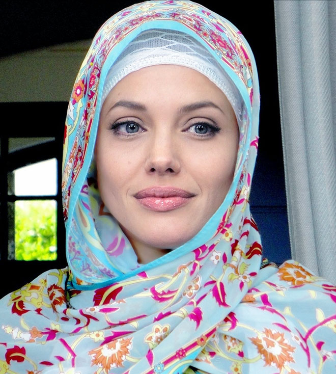 hollywood female celebs Angelina Jolie in Hijab 2