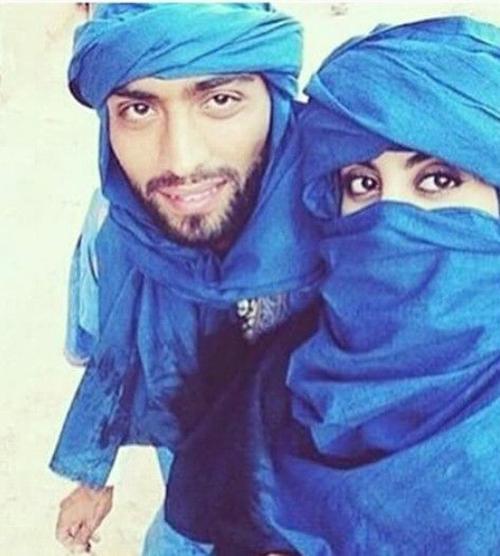 arab couple selfies