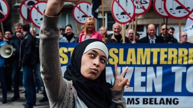 This young Muslim woman went to an anti-Islam rally and took a load of selfies