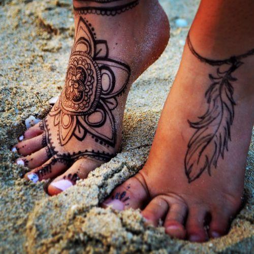 latest simple mehndi designs for feet
