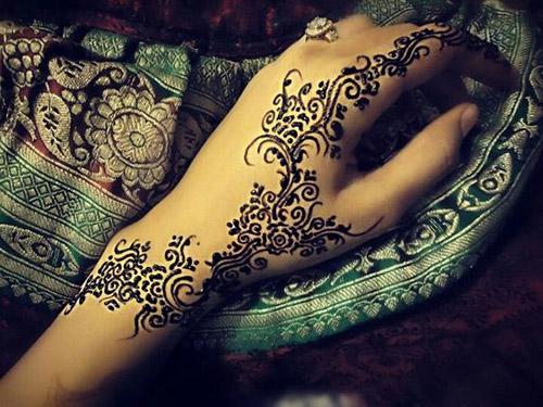 simple dark designs for hands