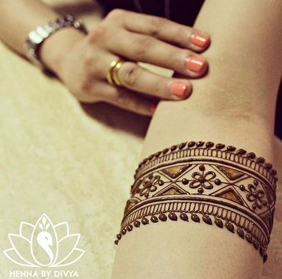 simple henna tattoos designs for wrist