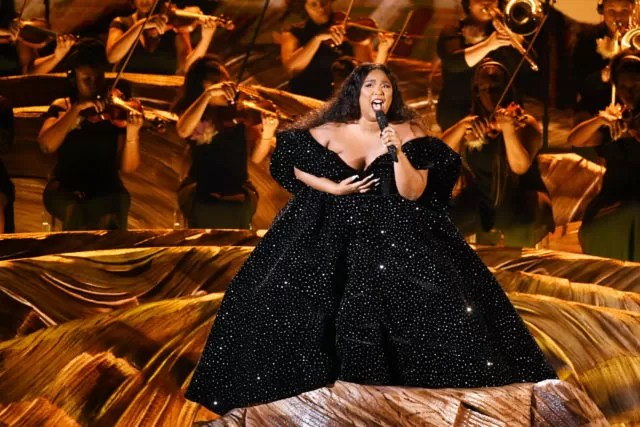 Grammy 2020 - Lizzo canta durante o 62nd Annual GRAMMY Awards at STAPLES Center - Kevin Winter/Getty Images for The Recording Academy