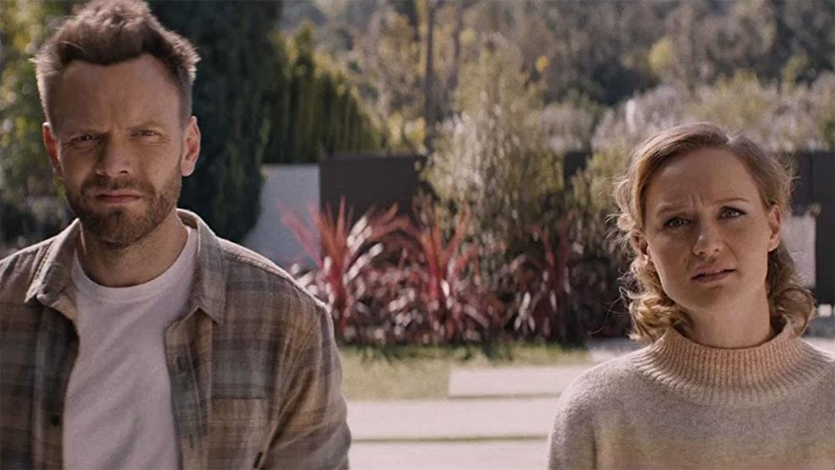 'Happily': filme até engaja espectador, mas se perde no roteiro