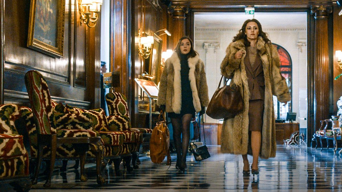 'Os Segredos de Madame Claude' (Netflix) não aprofunda na protagonista