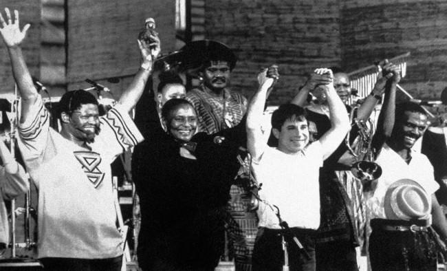 Joe Shabalala, Miriam Makeba, Paul Simon and Ray Phiri join hands, Zimbabwe, 14th February 1987