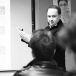 Professor Jose Manuel Méijome imparte la clase de la Progresión de la Miopía para alumnos de MOAV