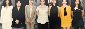 1995. Inicia la carrera de Derecho.