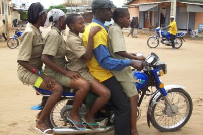 Togo, viaggio tra i zemidjan, i conducenti di moto-taxi
