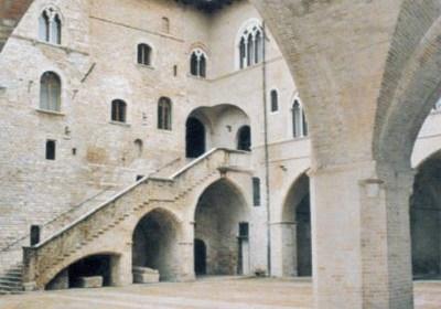 Foligno. Le tovaglie perugine in mostra a Palazzo Trinci