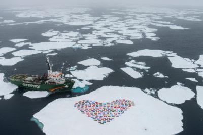 Greenpeace. Buon Natale a balene e orsi polari: niente più trivellazioni nell'artico!