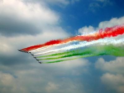 bandiera tricolore frecce voci resistenti