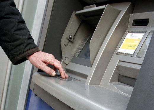 Rubano bancomat da un'auto e fanno spese, denunciati due amerini