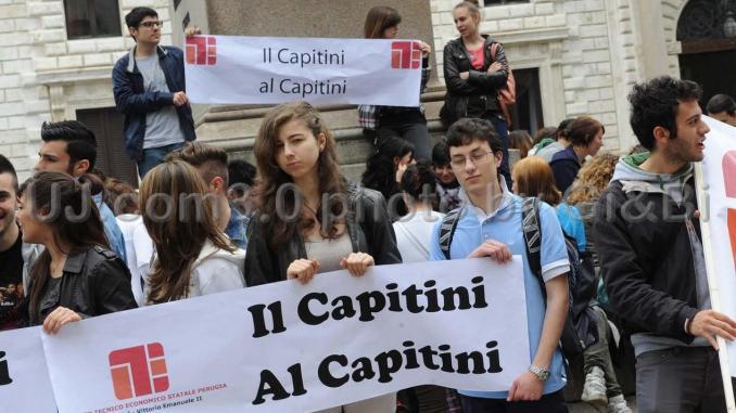 Aule di giustizia al Capitini, le famiglie dicono no, è protesta