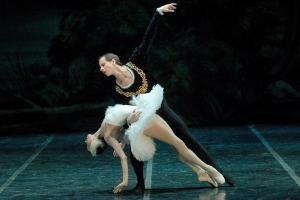 Il lago dei cigni del St. Petersburg ballet chiude DancEat a Perugia