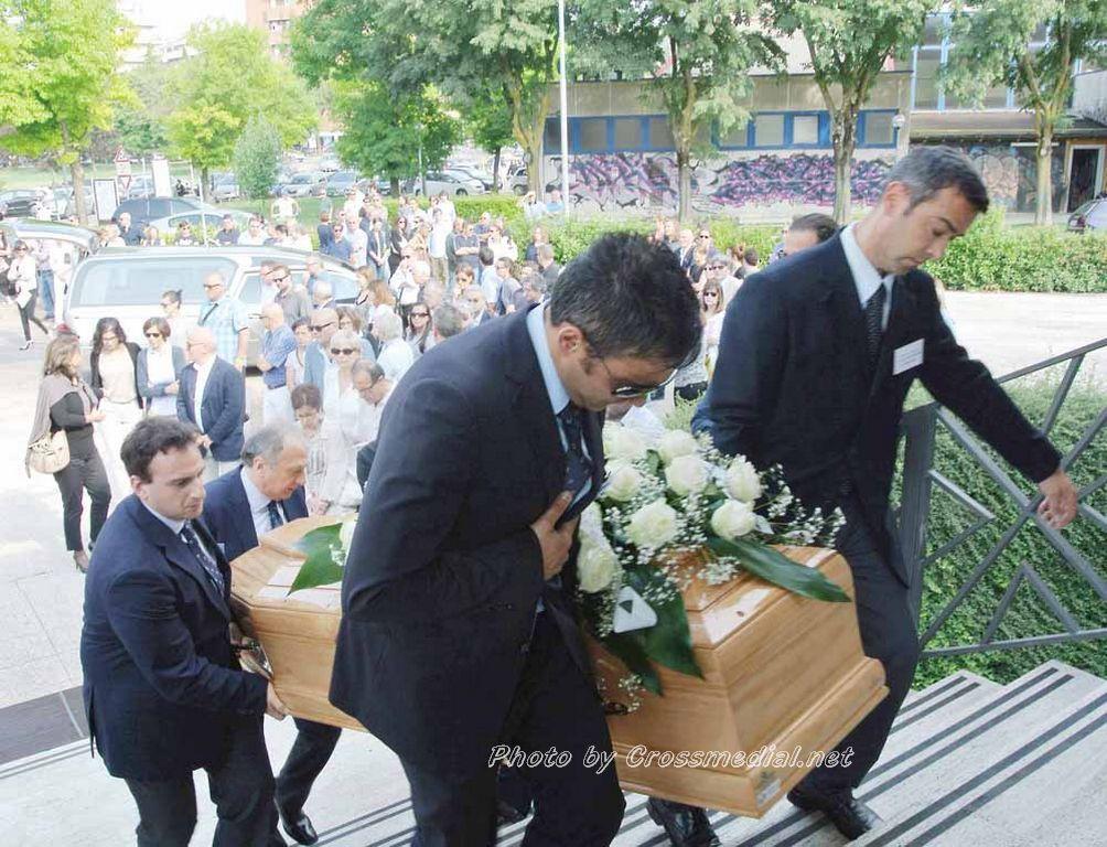 Funerali Sergio Piazzoli - con presenza Patrizia Marcagnani (2)