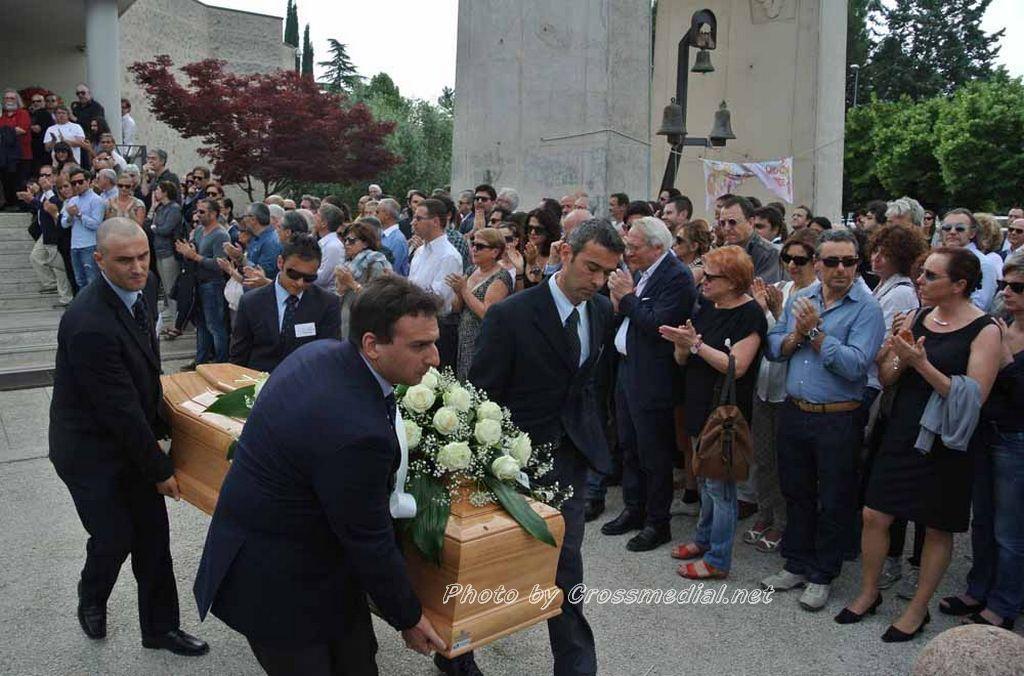 Funerali Sergio Piazzoli - con presenza Patrizia Marcagnani (23)
