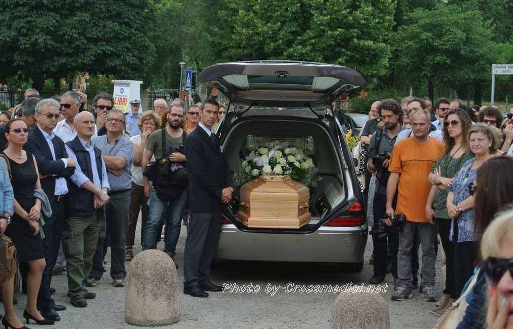 Funerali Sergio Piazzoli - con presenza Patrizia Marcagnani (26)