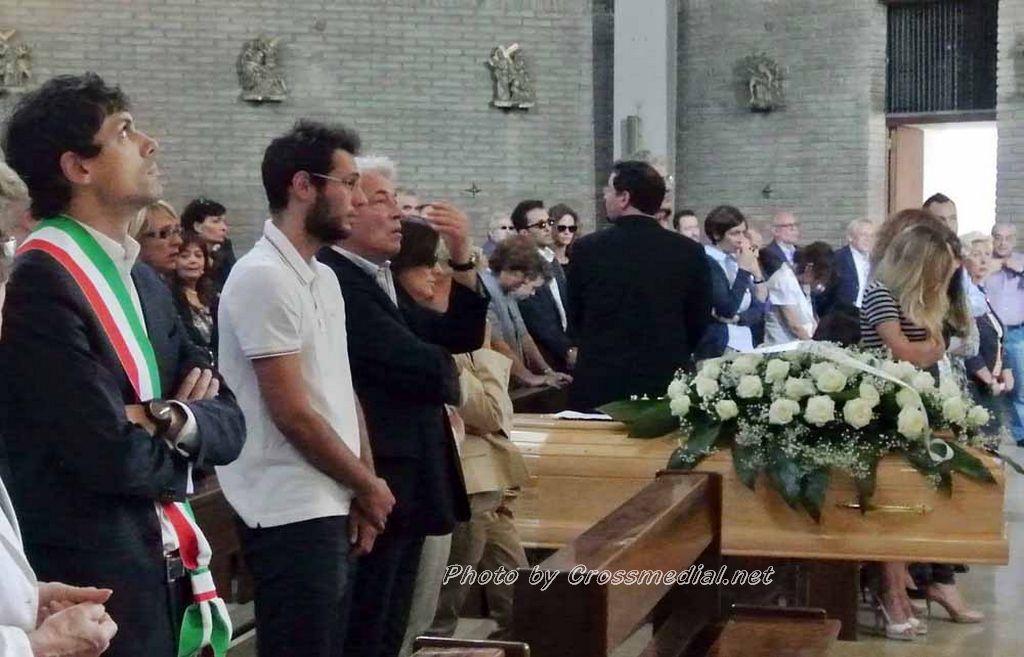 Funerali Sergio Piazzoli - con presenza Patrizia Marcagnani (3)