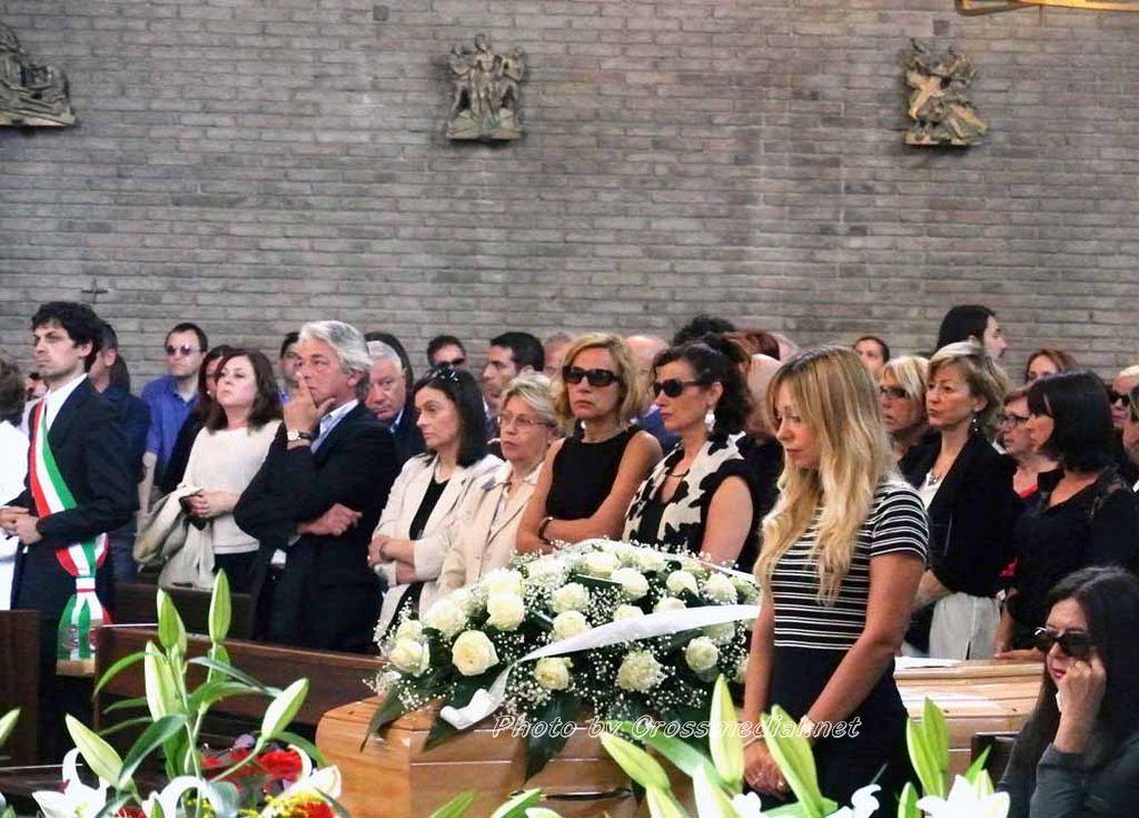 Funerali Sergio Piazzoli - con presenza Patrizia Marcagnani (7)