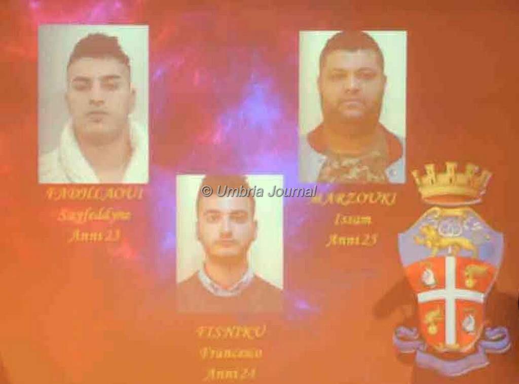 carabinieri citta' dellapieve arresti spacciatori (12)