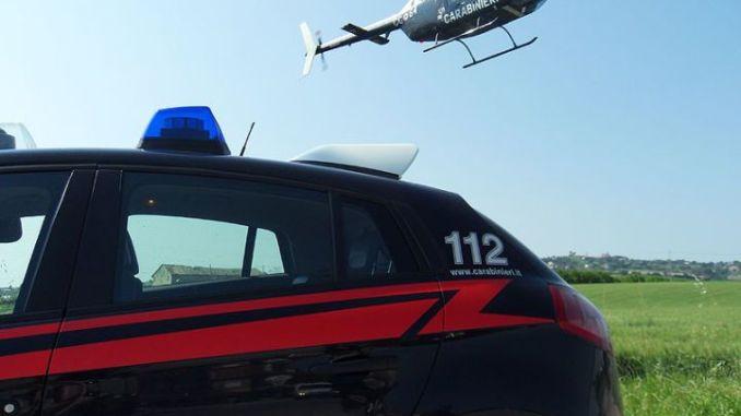elicottero carabinieri-auto