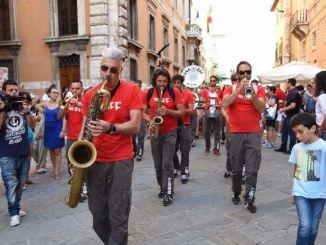 Funk Off per i detenuti a Capanne, Umbria Jazz 2016 in carcere in street parade