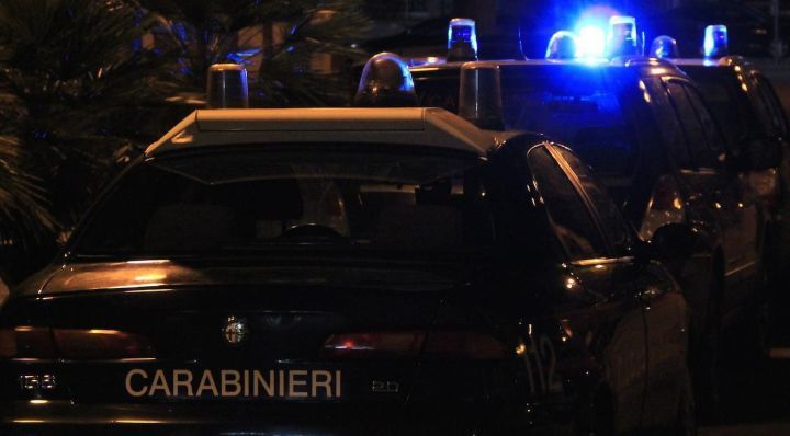 Accoltellamento in via della Pescara a Perugia, ferito al cuore, è caccia all'uomo