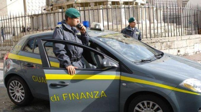 Fisco: Gdf sequestra beni per 200 mila euro impresa trasporti
