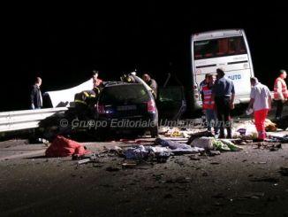 Incidente mortale vicino Gubbio, auto contro pullman