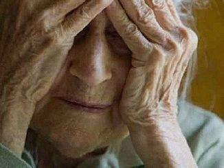 Anziana minacciata con coltello e derubata nella sua casa ad Agello