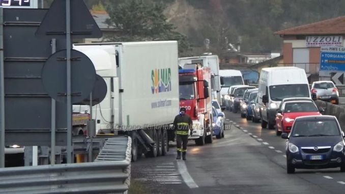 Incidente E45 Collestrada, Umbria divisa in due, chilometri di coda