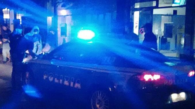La polizia nei covi degli spacciatori