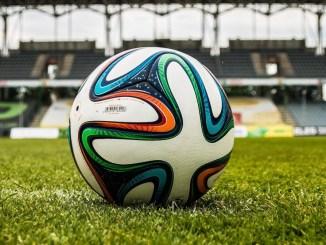 Calcio, Montiel, che goal, alla Fiorentina l'amichevole