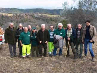 Uomini dell'Atc Pg 2 e Agenzia forestale regionale. Al centro Luciano Calabresi
