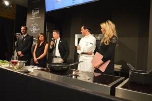 da sinistra Mauro casciari, simona e fabio Cancelloni, Alessandro Circiello e presentatrice cooking show