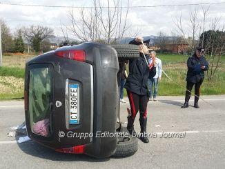 Incidente stradale a Bastia Umbra, ferita donna, coinvolta bambina